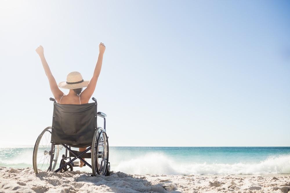 cadeira de rodas na praia