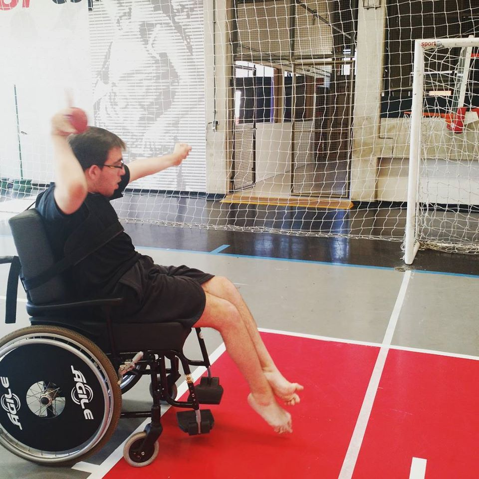 Foto Murilo, paralisia cerebral, jogando bocha - O Início