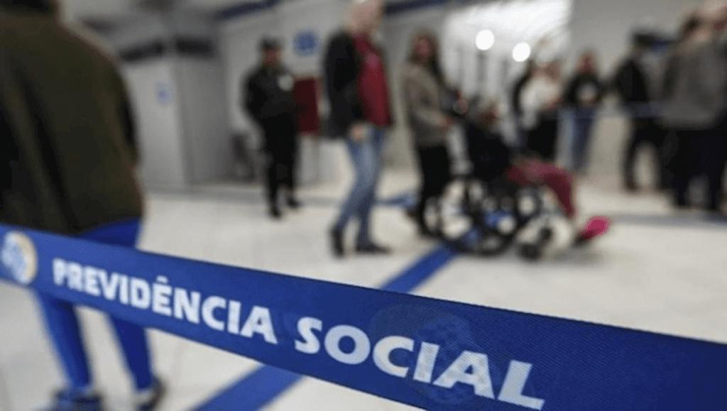 Pessoa em cadeira de rodas para Conade repudia novo BPC
