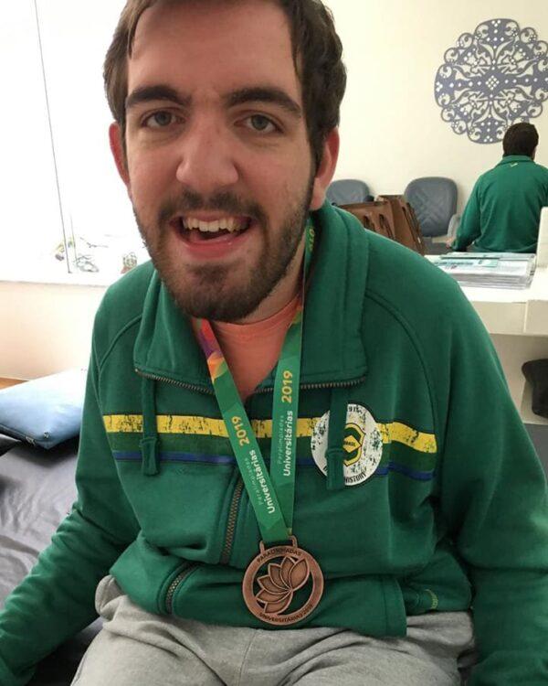 Foto com Murilo para o Dia Mundial da Paralisia Cerebral