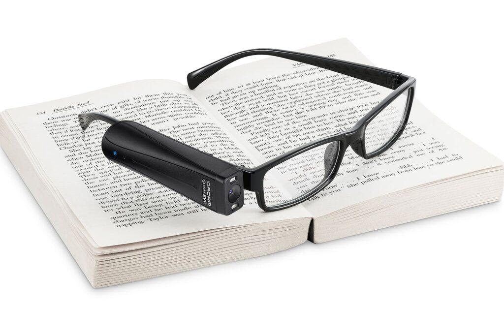 Fotografia de óculos com o OrCam MyEye para texto Messi é embaixador de gadget para cegos