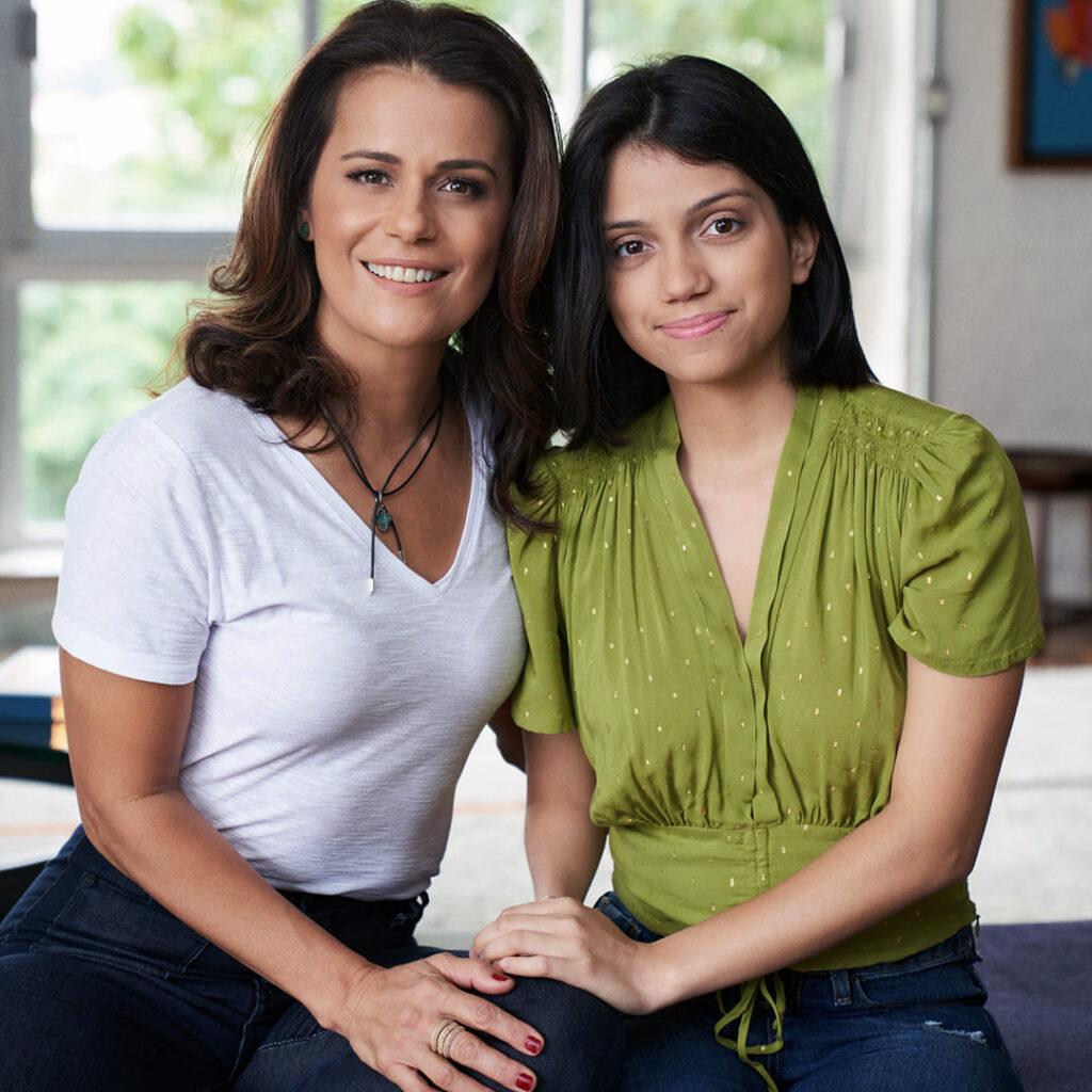 """Fotografia de Adriana e Giovanna para o texto Globo Livros lança """"Sou a mãe dela"""""""