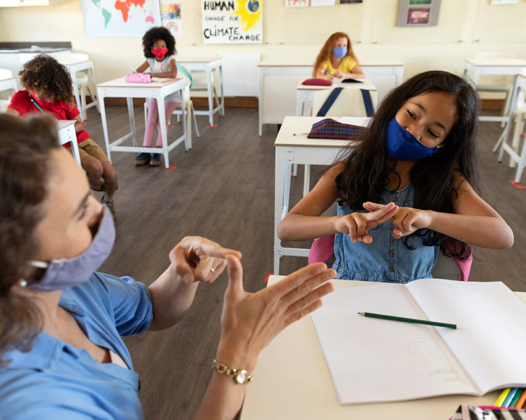 LIBRAS Crianca surda Mascara hospitalar   Jornalista Inclusivo 1