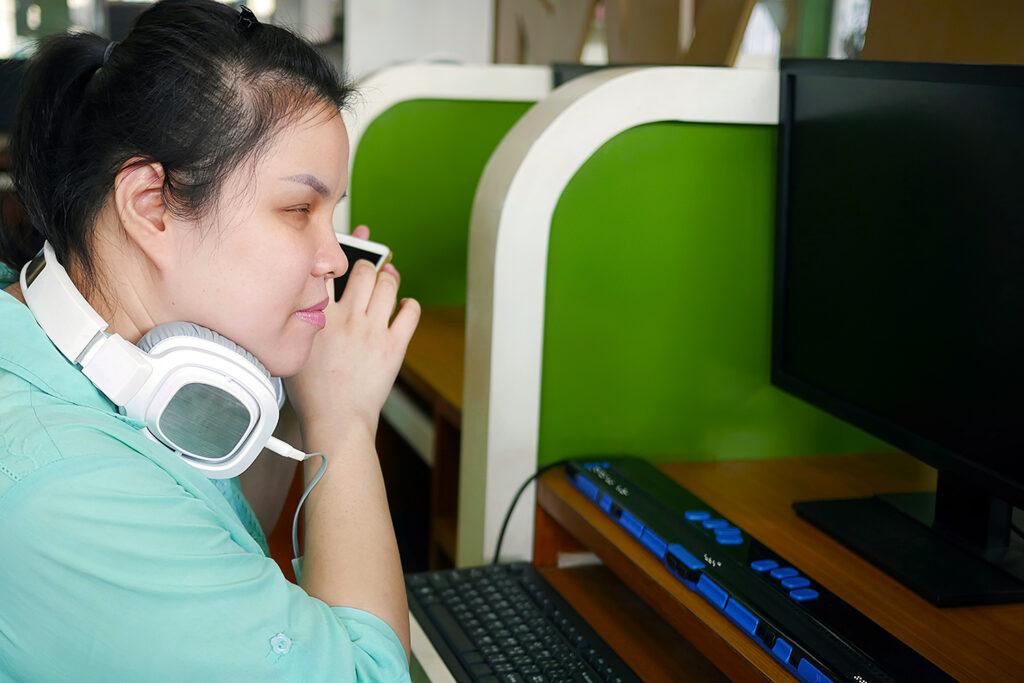 Mulher cega, tecnologia