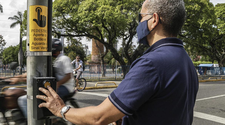 Semáforos sonoros são instalados em Recife