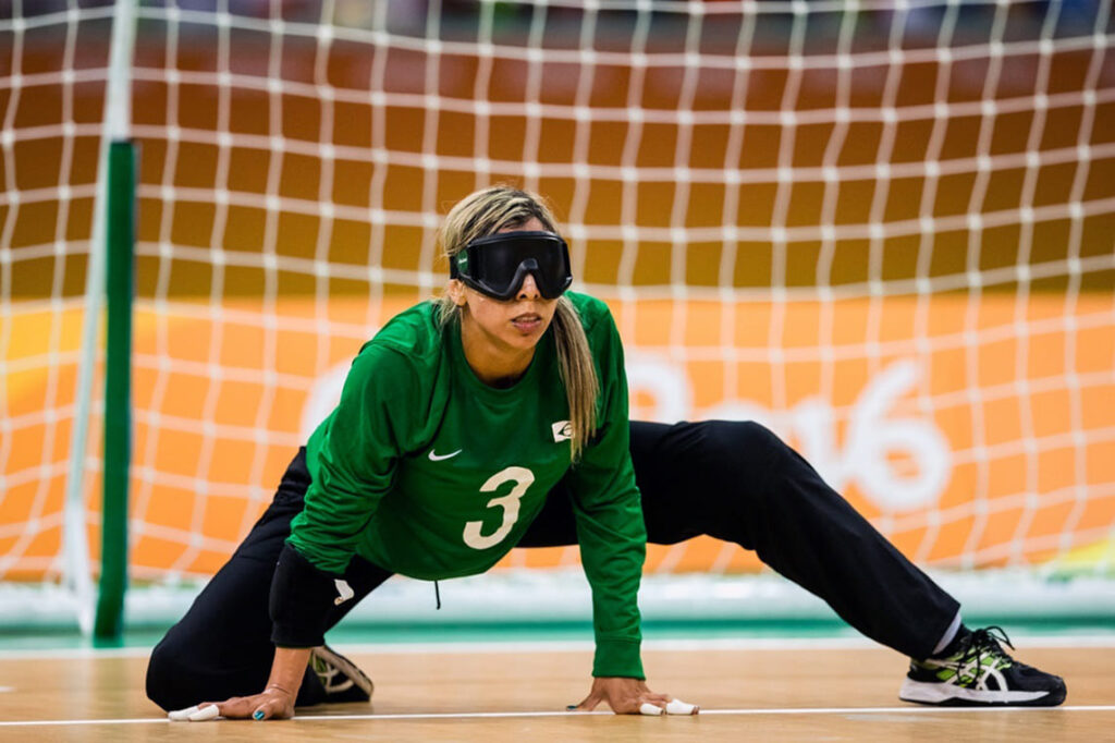 """Foto da paratleta Ana Carolina ilustra artigo sobre Goalball, """"Enxergando seu valor"""""""
