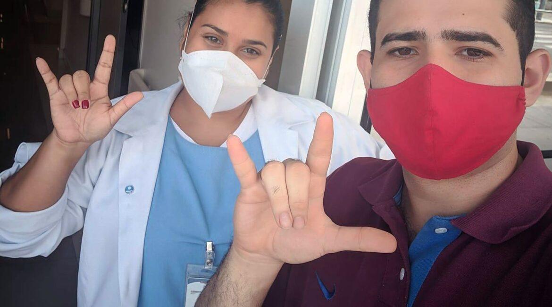 Lucas Cabral e a enfermeira Jéssica para o texto sobre a importância do atendimento em Libras