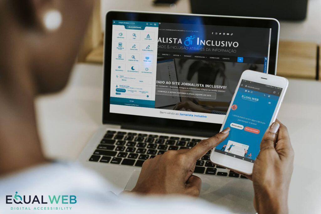 Mulher de pele negra no computador e celular ilustrando o texto JI é o novo embaixador da EqualWeb