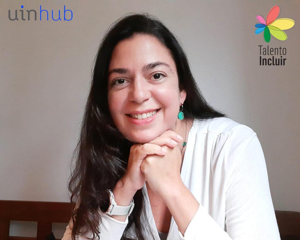 Juliana, com descrição na legenda, ilustrando UinHub: Plataforma digital para PcDs.