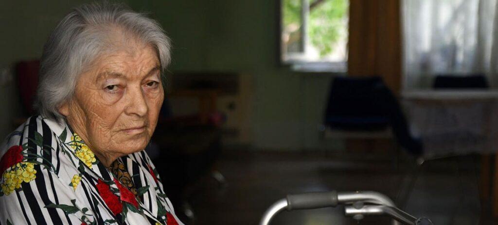 Fotografia de mulher idosa, descrita na legenda, via ONU News.
