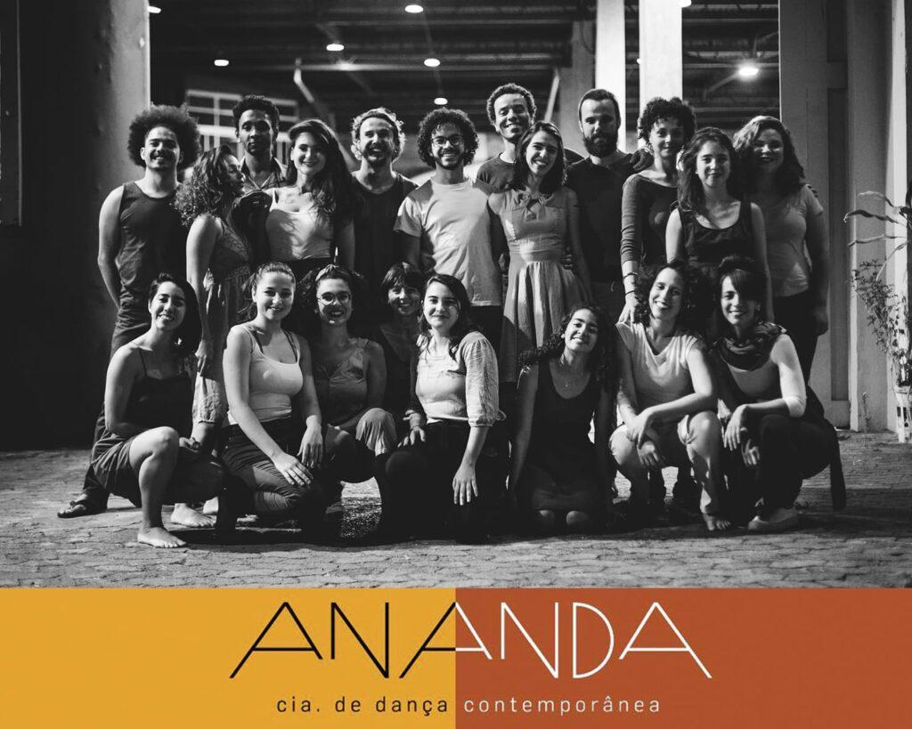 Foto do elenco da Cia Ananda.
