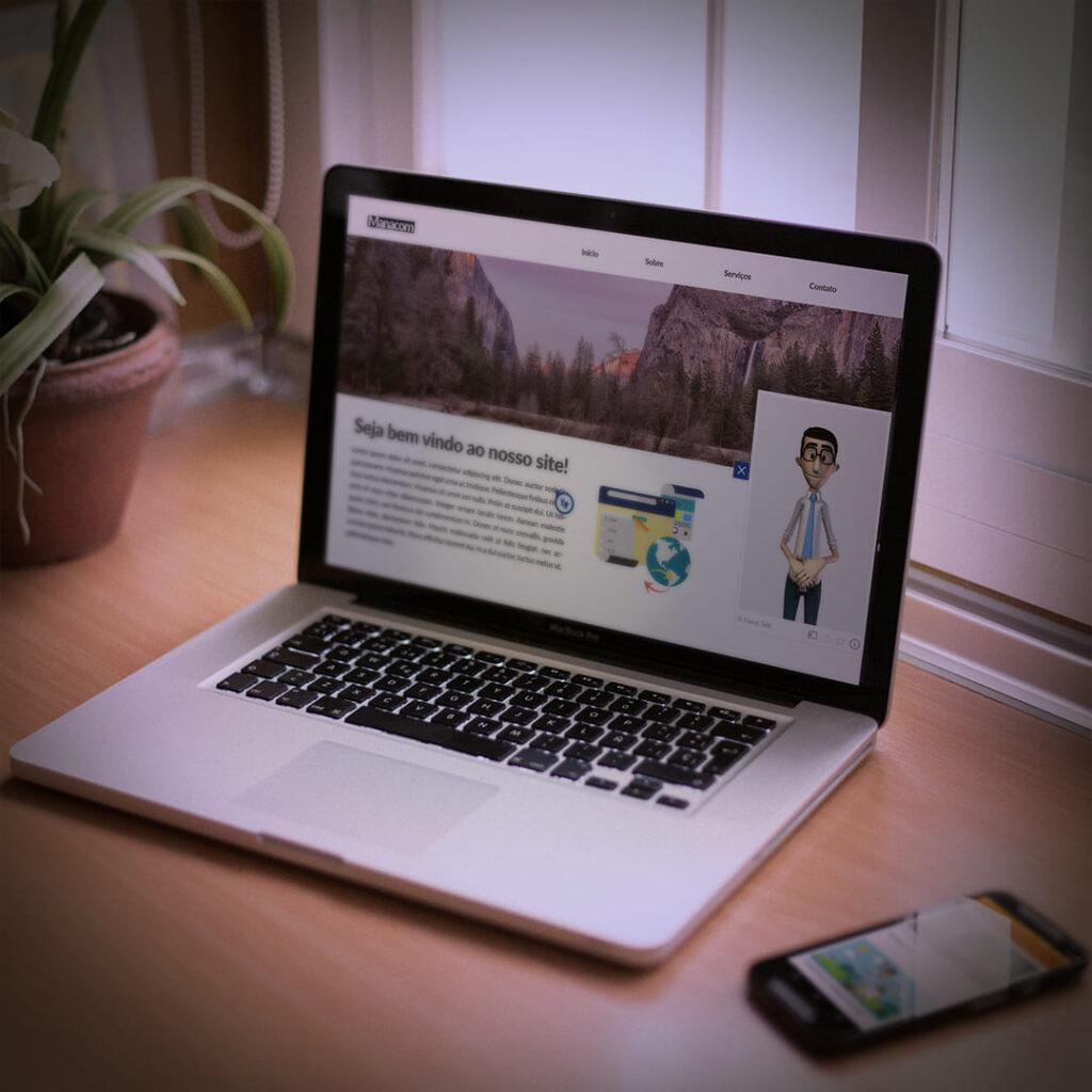 Mockup de laptop com o tradutor virtual Hugo.
