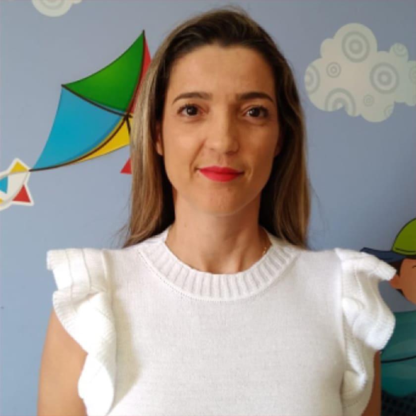 Fotografia da idealizadora e organizadora da obra, Fabiane Favarelli Navega.