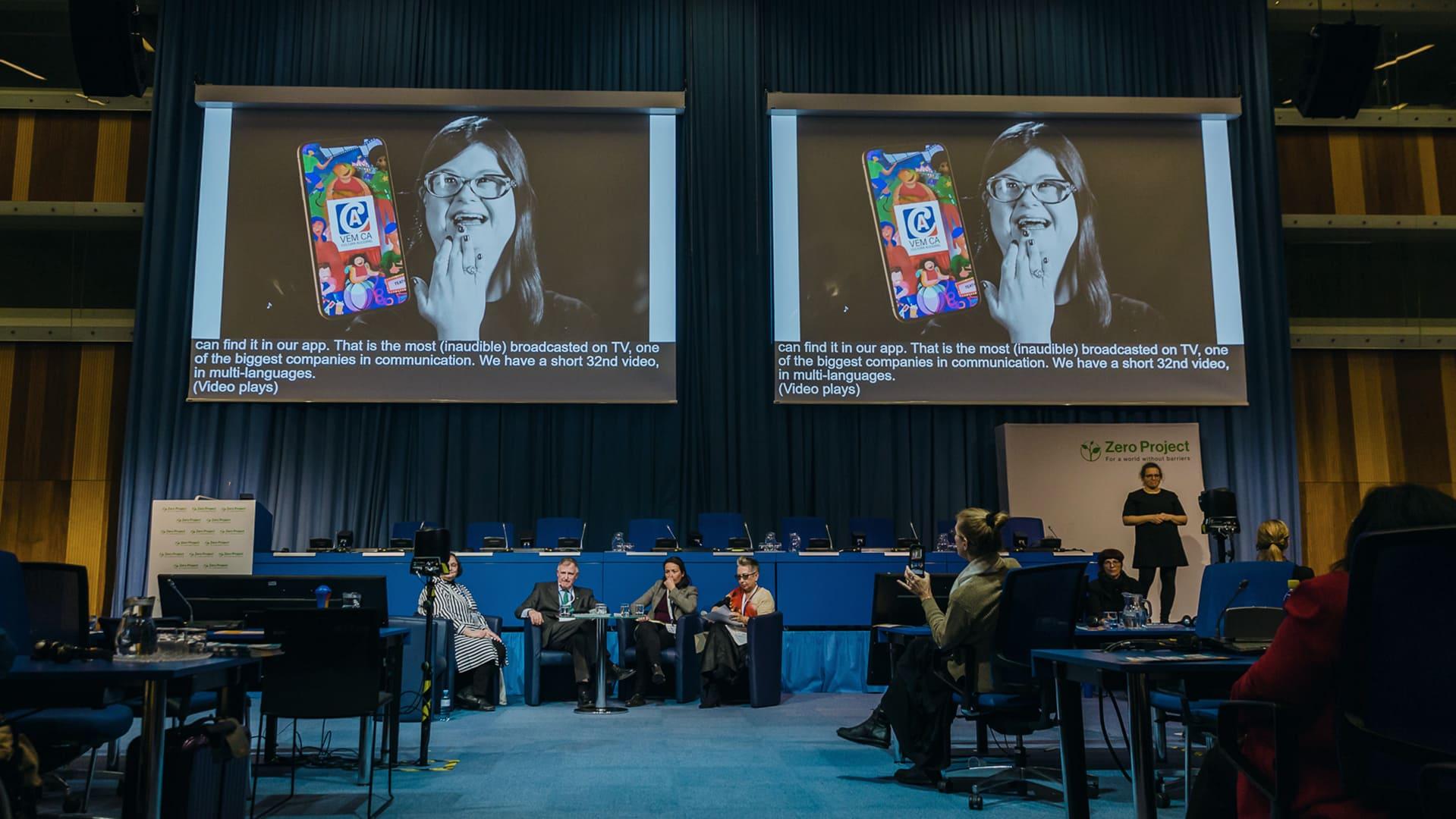 """Fotografia em auditório da ONU, descrita na legenda, ilustrando matéria """"VEM CÁ e Hiperconexão Inclusiva rumo aos Objetivos de Desenvolvimento Sustentável""""."""