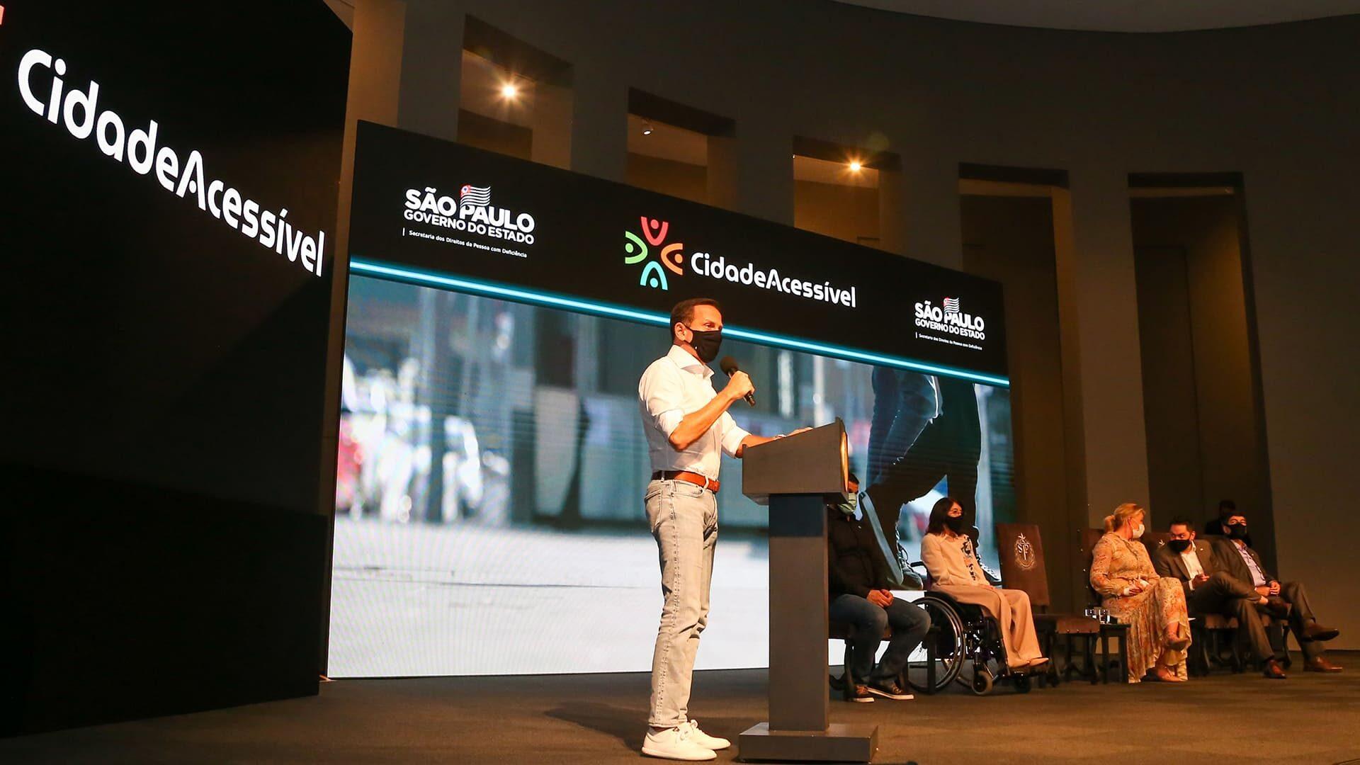 Foto do Governador de SP, João Doria, no lançamento do Programa Cidade Acessível.