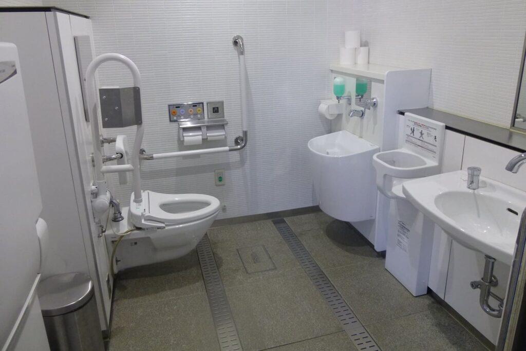 Banheiros públicos acessíveis no Japão.