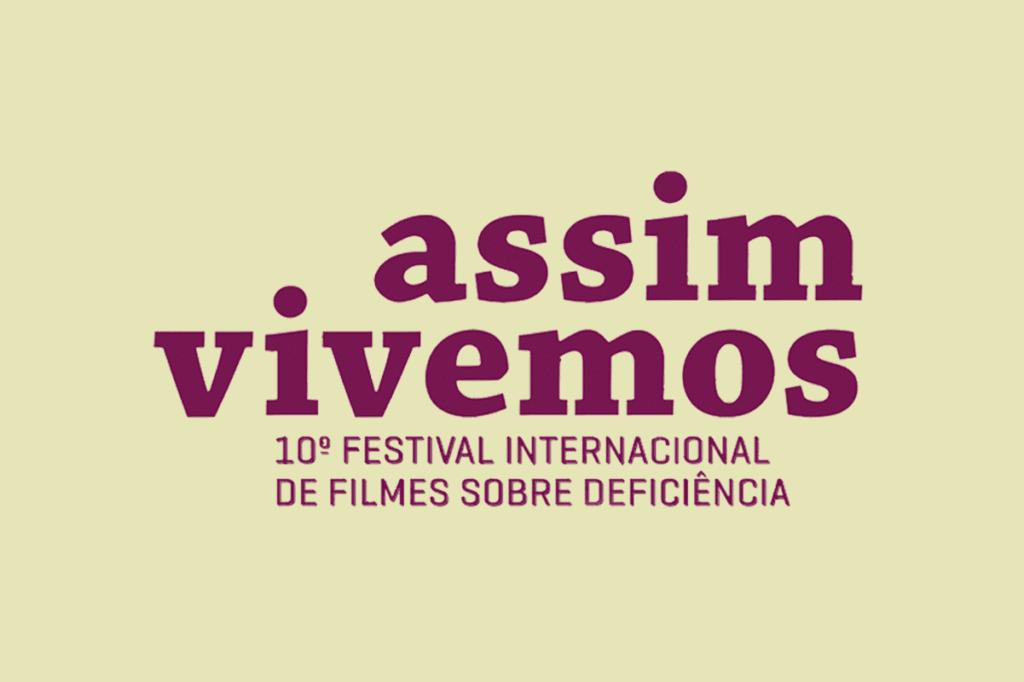 Banner em fundo amarelo claro e texto na cor vinho: Assim Vivemos - 10º Festival Internacional de Filmes sobre Deficiência.
