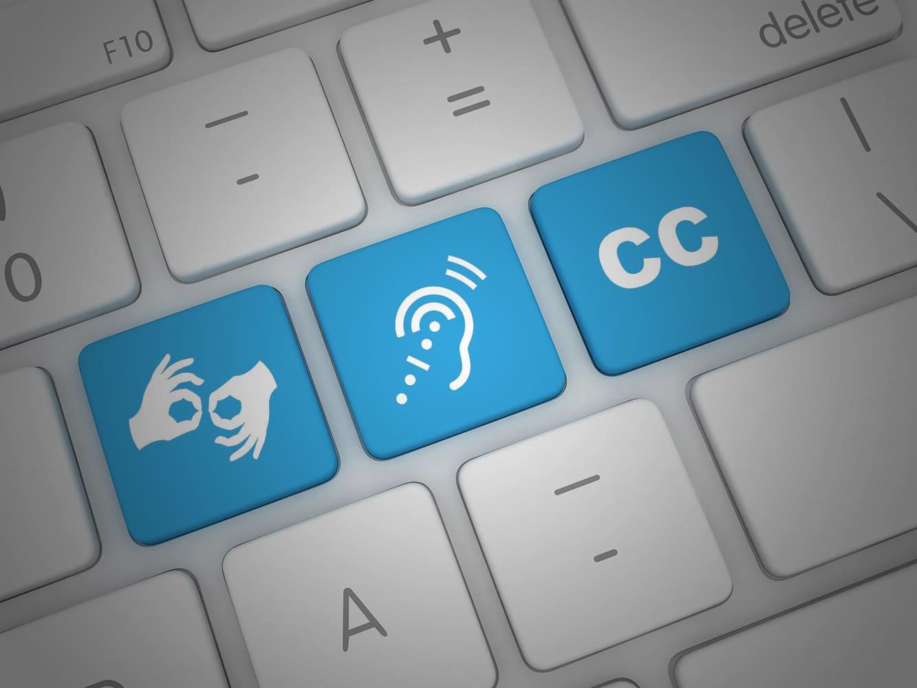 Teclado de computador com símbolos de Libras, Deficiência Auditiva e Legendagem, ilustrando Setembro Azul 2021: Acessibilidade digital favorece a inclusão do surdo e a defesa da infância.