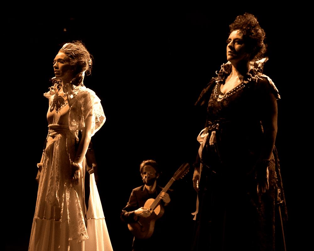 Três artistas da peça Só se fechar os olhos, encerrando a etapa do Festival Funarte Acessibilidança.